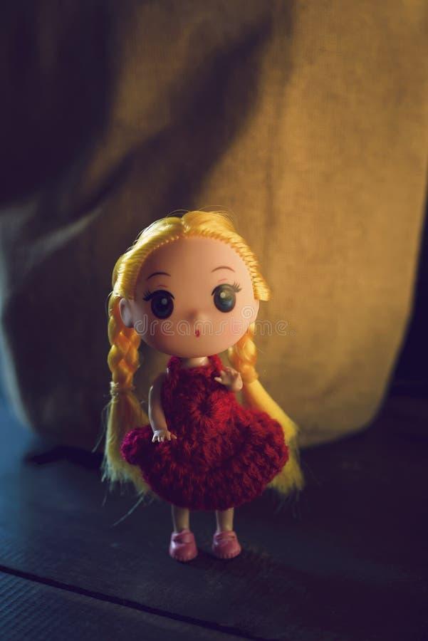 Lali dziewczyna, czerwona koszula obraz stock