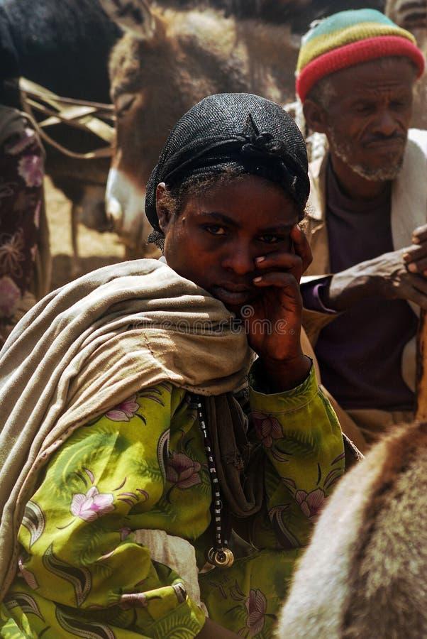 Lalibela, Ethiopië, 13 Juni 2009: portret van jonge vrouw in t stock afbeelding