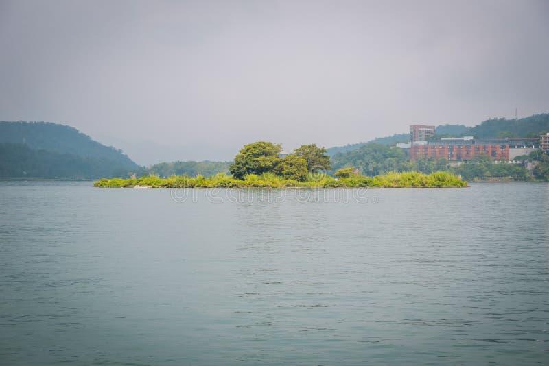 Lalu Island, het kleinste eiland van Taiwan in Sun Moon Lake stock foto