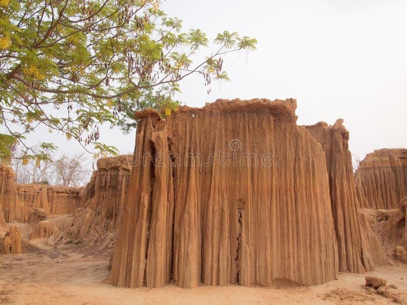 Lalu Park in de provincie Sakaeo, Thailand, door bodemerosie heeft stranges gevormd stock afbeelding