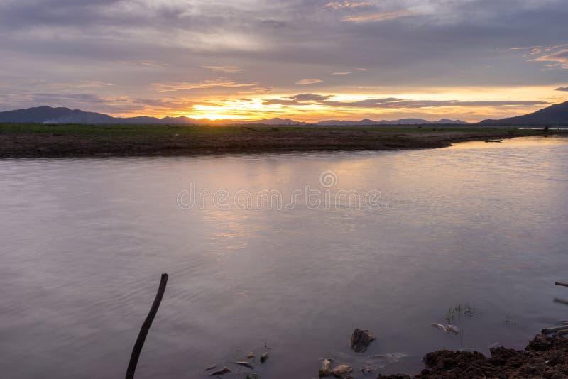 Lam Ta Klong Dam heeft laag water royalty-vrije stock foto's