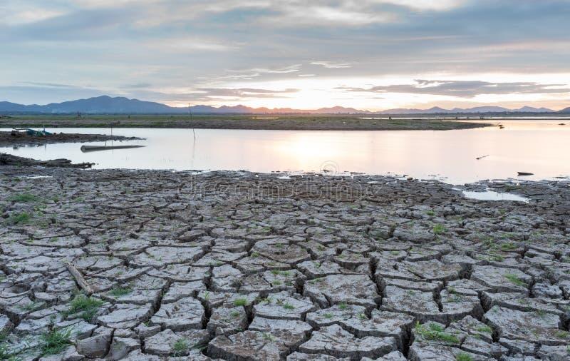 Lam Ta Klong Dam heeft laag water royalty-vrije stock afbeeldingen