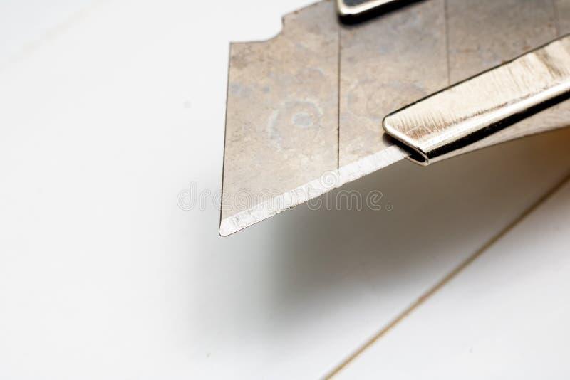 Lama di una fine d'ufficio del coltello su, macro foto immagini stock