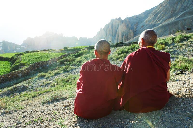 Lama tibetana da monge de dois indianos foto de stock