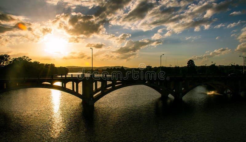 Lamar桥梁日落中央得克萨斯日落金黄小时完美 免版税图库摄影
