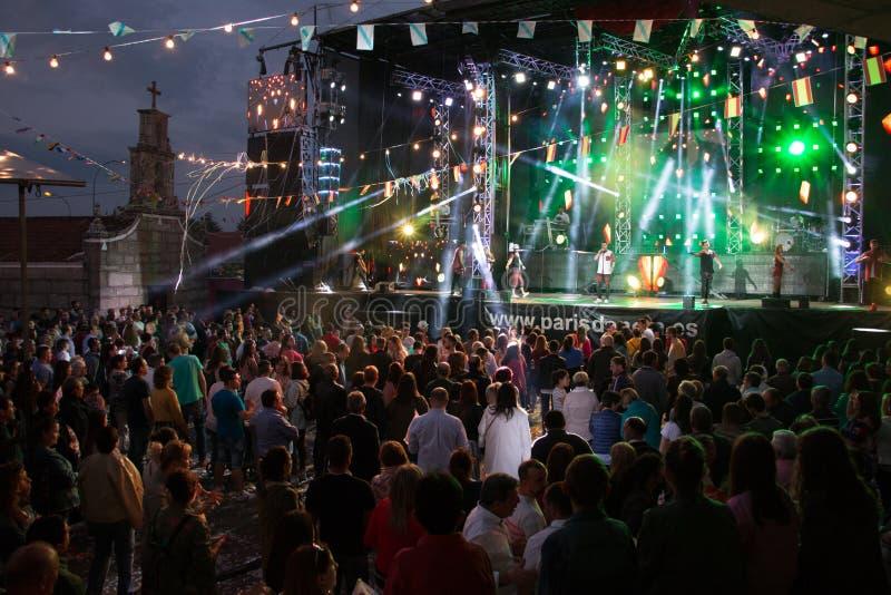 Lamas, Galicie, Espagne - mai, 8, 2018 : Concert par l'orchestre célèbre de Paris De Noia aux festivals populaires de la ville de photographie stock libre de droits