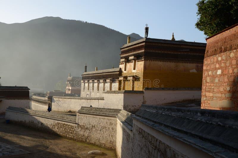 Lamasery Labrang утра стоковые изображения rf