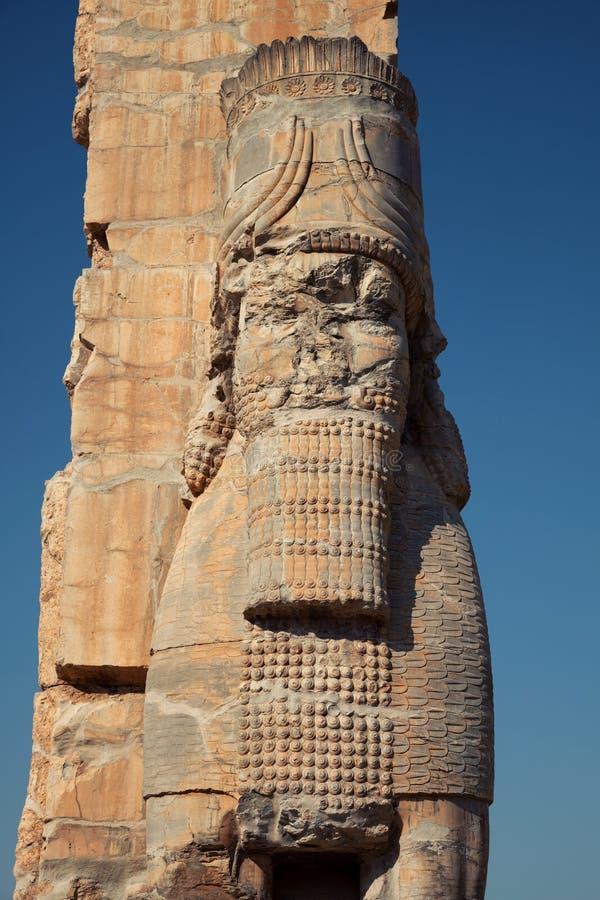 Lamassu che custodice il portone dell'entrata di tutte le nazioni nelle rovine di Persepolis nell'Iran fotografie stock