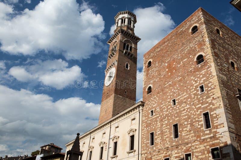 Download Lamberti Kontrollturm In Verona Stockfoto - Bild von römisch, borduhr: 27729824