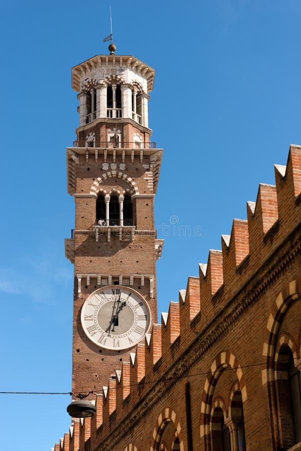 Lamberti-Turm - Verona Italy lizenzfreie stockbilder
