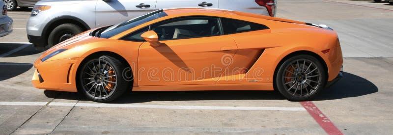 Lamborghini在桔子的跑车 库存图片
