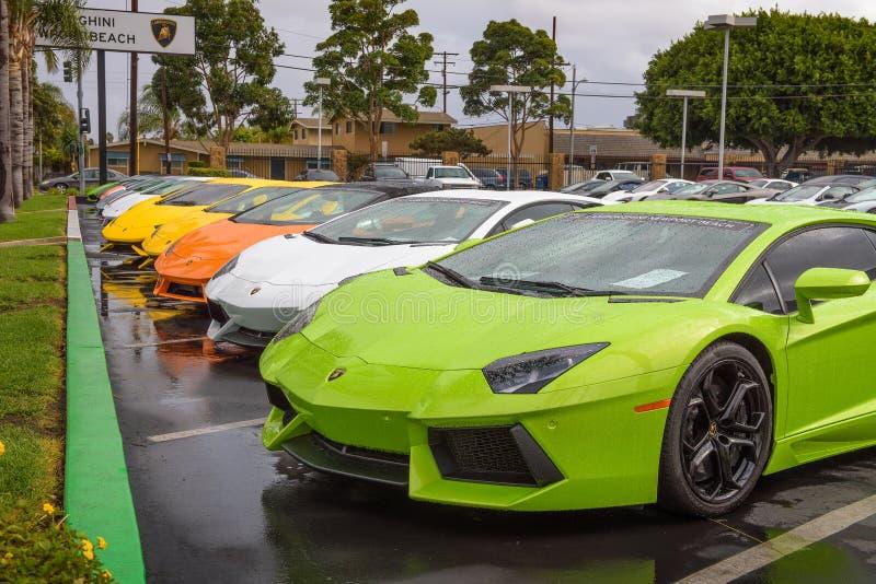 Lamborghini汽车停放在工厂在加利福尼亚批准了经销权 免版税库存照片