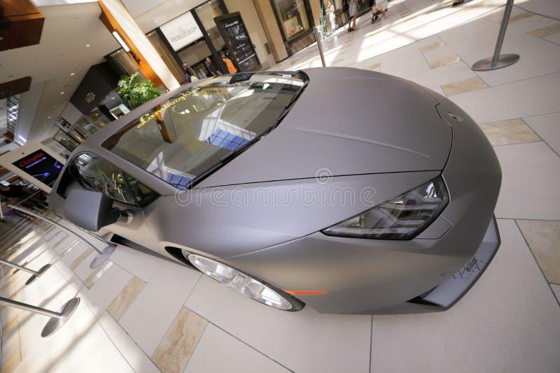 Lamborghini au mail d'Aventura image libre de droits