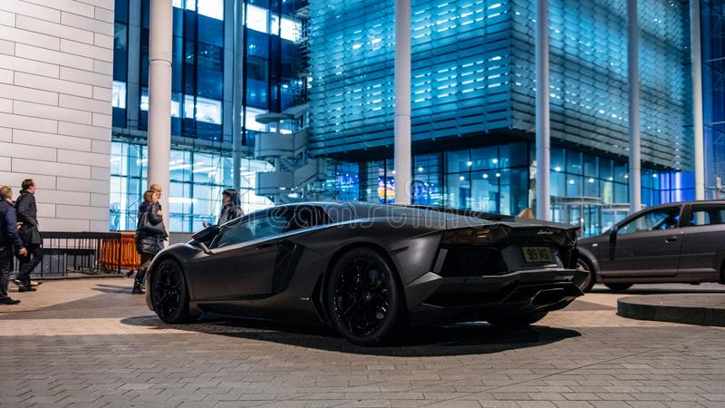 Lamborghini Aventador豪华体育碳汽车在Kensignt停放了 免版税库存照片