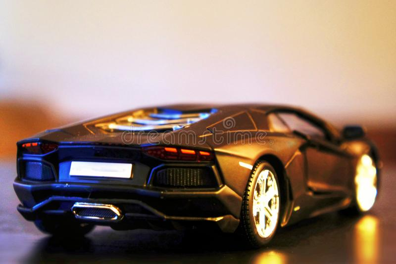 Lamborghini Aventador lp700-4 modelauto achtermening stock foto's