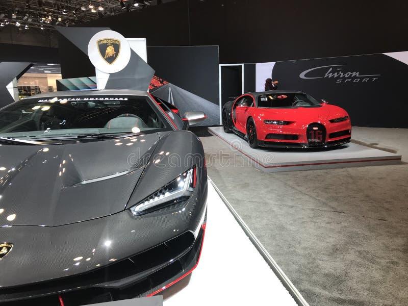 Lamborghini Centenario y deporte de Bugatti Chiron imagenes de archivo