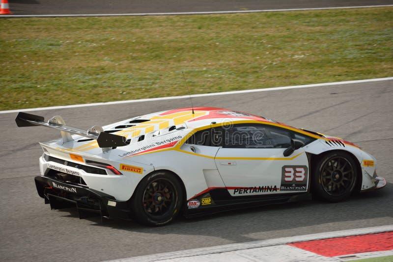 Lamborghini Huracà ¡ n超级Trofeo 2016测试在蒙扎 库存图片
