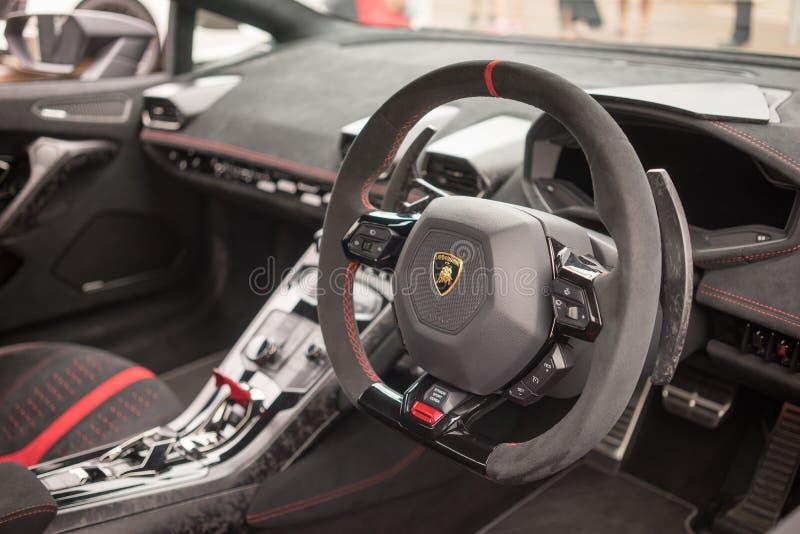 Lamborghini Huracan LP640 Performante内部仪表板 免版税库存照片