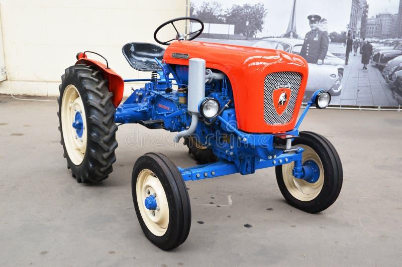 Lamborghini-Traktor redaktionelles stockbild. Bild von ...