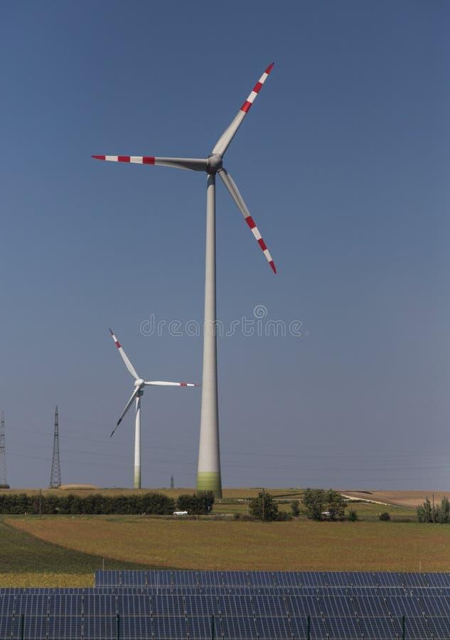 lambrisse le vent solaire de turbines image libre de droits