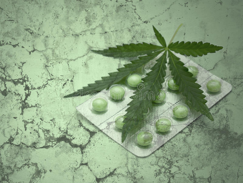 Lame et drogues de cannabis au-dessus de texture grunge photos libres de droits