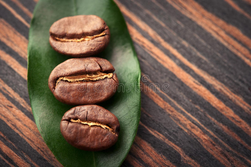 Lame et grains de café photos libres de droits