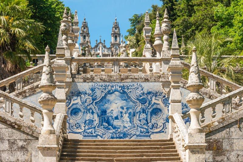 LAMEGO, PORTUGAL - CIRCA MAYO DE 2019: Azulejo adorn? la escalera al santuario de nuestra se?ora de Remedios en Lamego - Portugal imagen de archivo libre de regalías