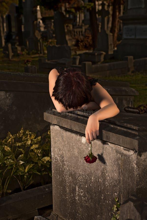Lamentação na escuridão foto de stock royalty free