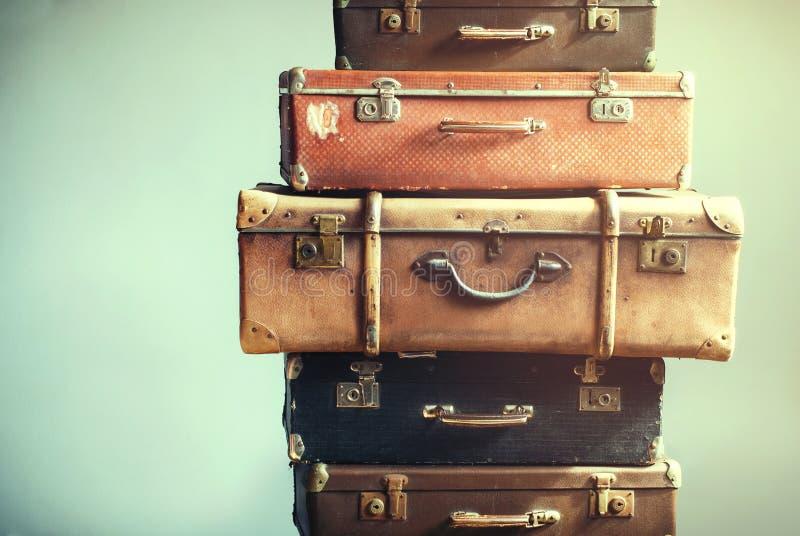 Lamentable antiguo de las maletas antiguas del equipaje del vintage fotografía de archivo libre de regalías
