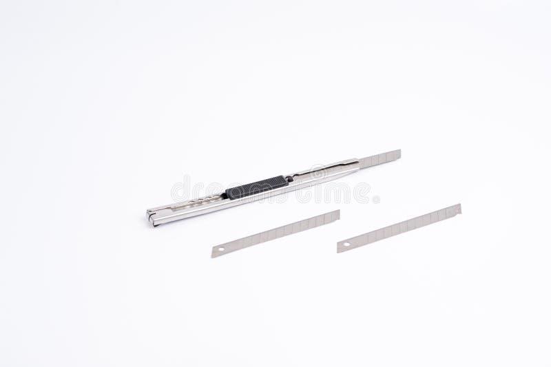 Lames de coupeur de couteau placées sur un fond blanc photos stock