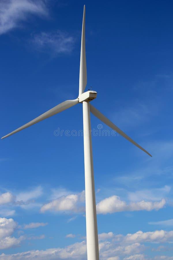 Lames de turbine de turbines géantes de vent au Montana image stock