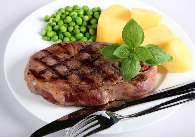 Lammfahrwerkbein-Steakabendessen stockbild