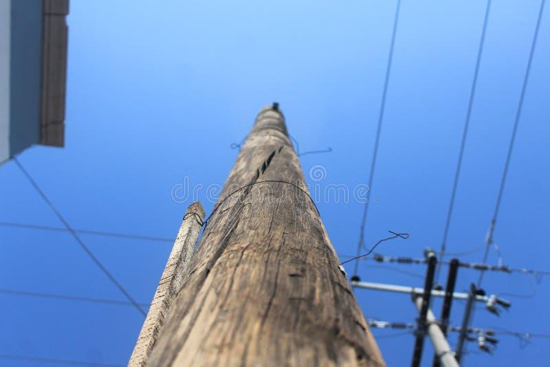 Lammpost mit einem blauen und kalten Himmel lizenzfreie stockfotografie