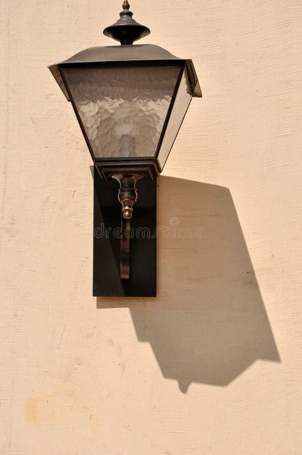 Lamp En Schaduw Op Muur Stock Foto's