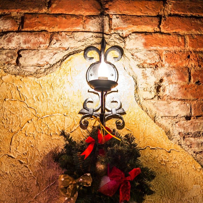 Lamp en spartak het hangen op de muur royalty-vrije stock foto's