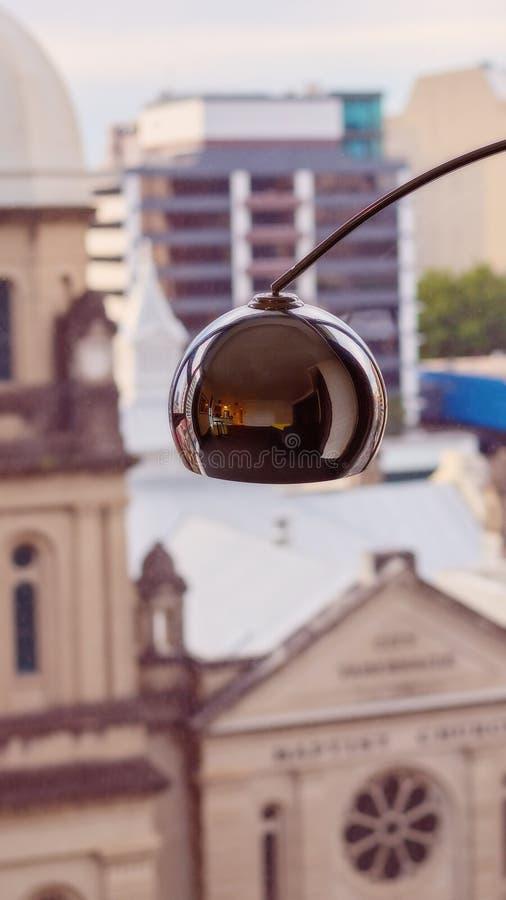 Lamp in Front Of een Venster stock fotografie