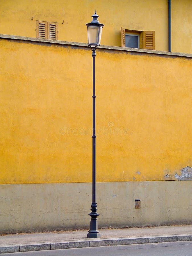 Lamp geel Wall Street Parma royalty-vrije stock afbeelding