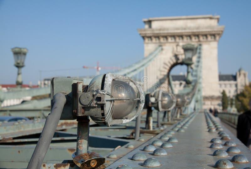 Lamp op de Kettingsbrug, Boedapest royalty-vrije stock afbeelding