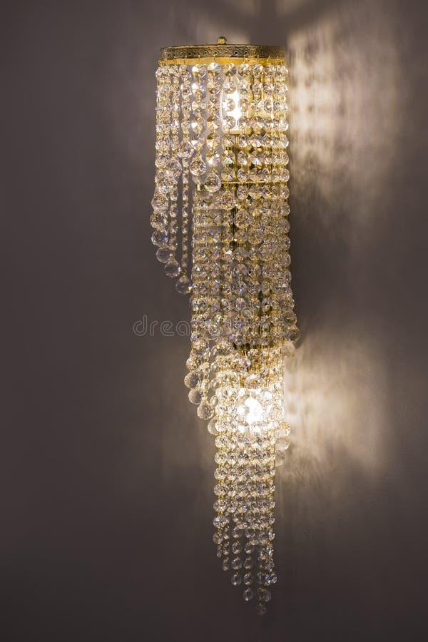 Lamp van het luxe de binnenlandse ontwerp Het licht van de kristalmuur De kroonluchterclose-up van Chrystal stock afbeelding
