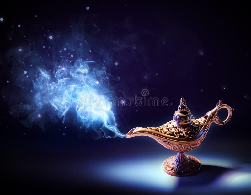 Lampa życzenia - magii Dymny Nadchodzący Out zdjęcia stock