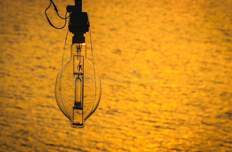 Lampa dla łodzi rybackiej na zmierzchu fotografia royalty free