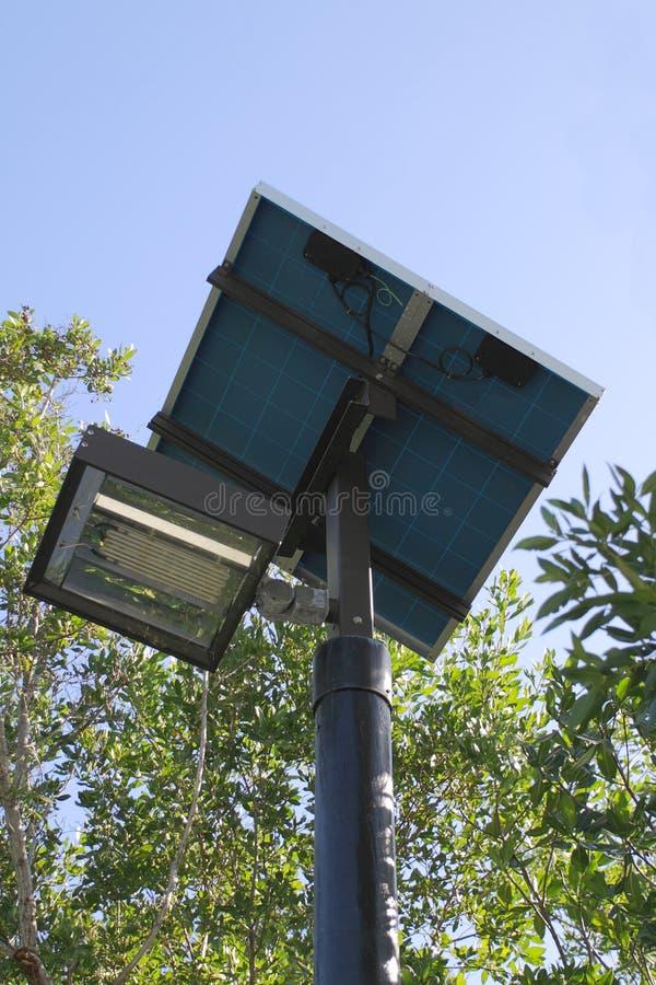 lampa driven sol- gata royaltyfri foto