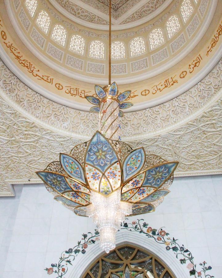 Lampa i Sheikh Zayed Mosque arkivbild