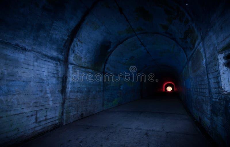 Lampa i tunnelen arkivbilder