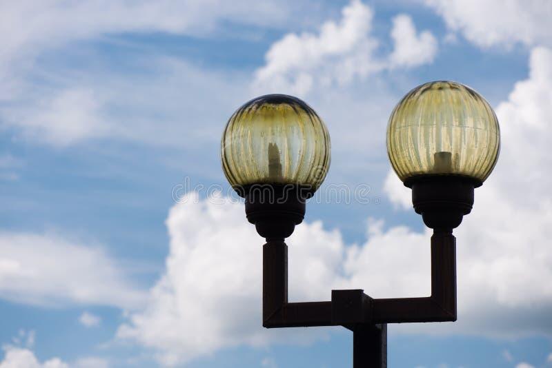 Lampa na ulicie filary z oświetleniem altay zdrowia belokurikha nocy kurort ?wiat?o zastrzeli? Siberia ulic? obrazy stock