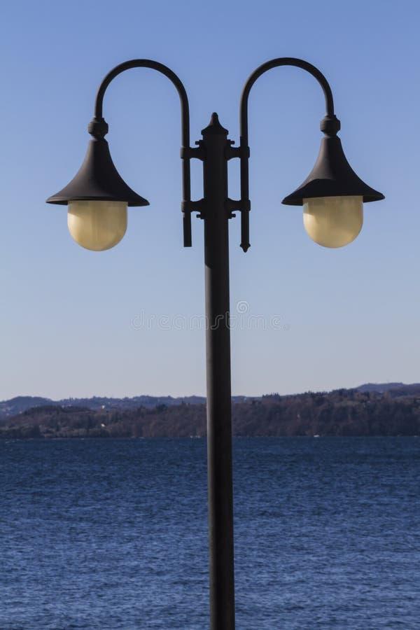 Lampa på sjön royaltyfri foto