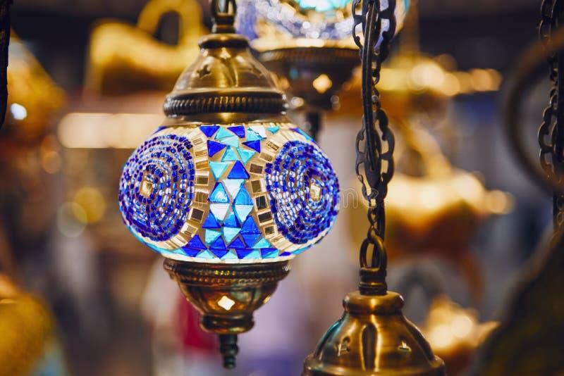 Lampa på souq i Muscat arkivfoto
