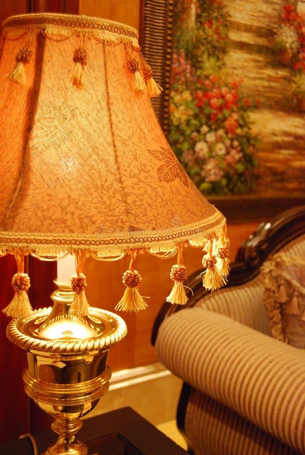 Download Lampa wspaniały stół zdjęcie stock. Obraz złożonej z imperializm - 13325198