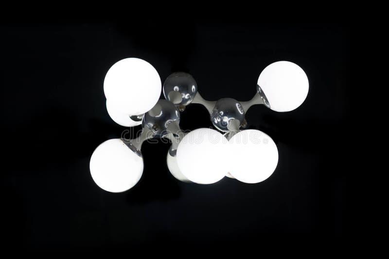 Lampada d'annata isolata sul nero con il percorso di ritaglio, decorati della lampadina immagine stock