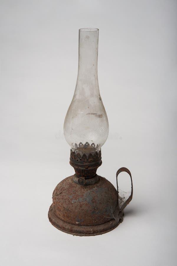 Lampada d'ottone della vecchia del cherosene lanterna antica dell'olio fotografia stock libera da diritti